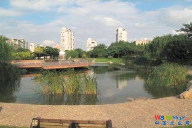公共绿地分为综合公园,社区公园,专类公园,带状公园,街旁绿地等五类