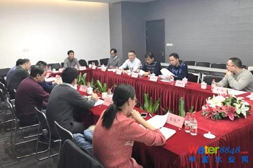 会议举行了揭牌仪式,并为技术委员会委员发放聘书